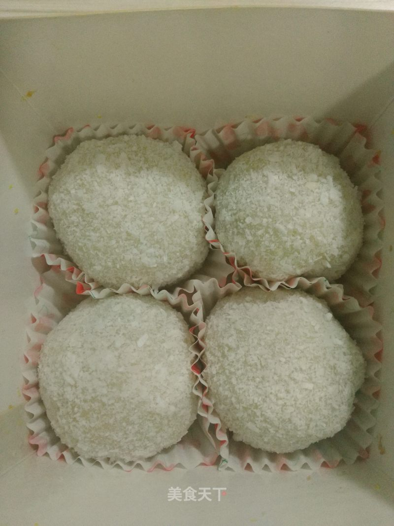 Red bean stuffed glutinous rice paste